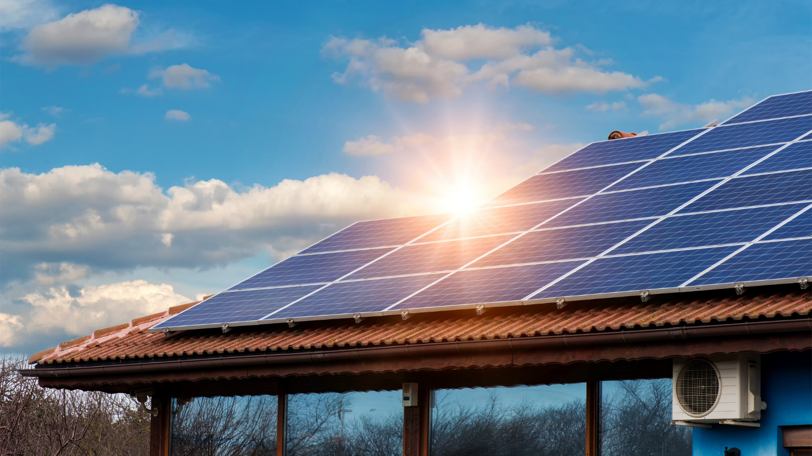 The Pros and Cons of Rooftop Solar Panels